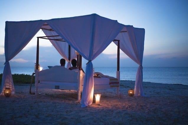 Anantara Medjumbe Island star bed at twilight 1024x683 2