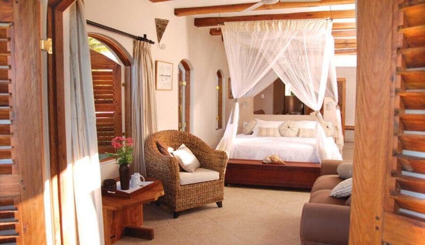Casa Rex 009 Courtyard Suite bed