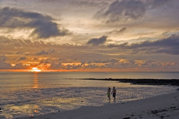Anantara Medjumbe 034 beach sunset walk