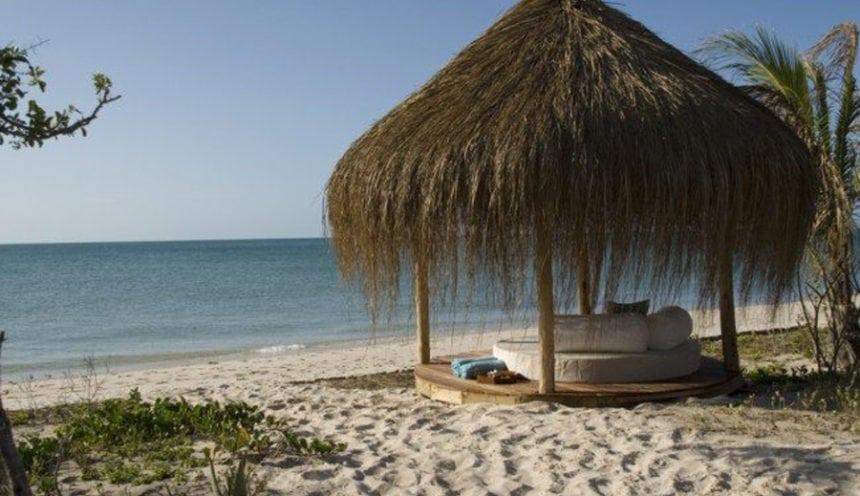 Azura Benguerra 004 Beach sala