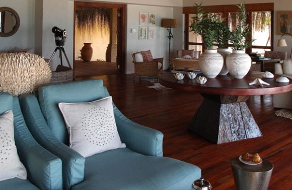 Azura Benguerra 017 main lounge