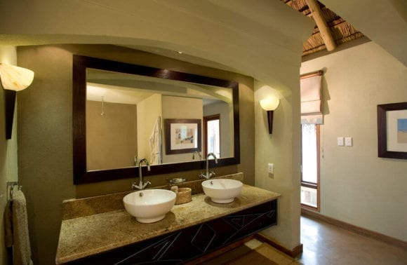 Dugong Beach Lodge En suite bathroom 1