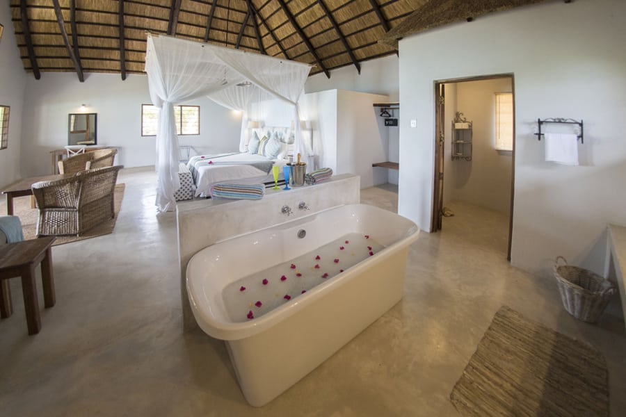 Ossimba Beach Lodge - Honeymoon chalet interior