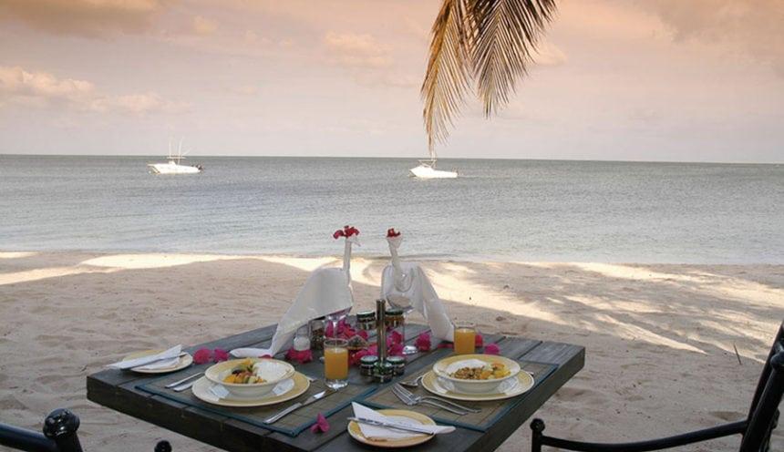 Pestana Bazaruto Lodge 004 Romantic Lunch on the Beach
