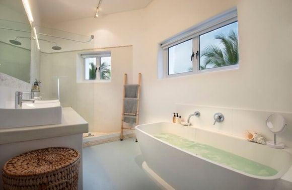 Villa Santorini 016 Bathroom