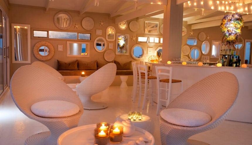 White Pearl 007 The Beach Bar