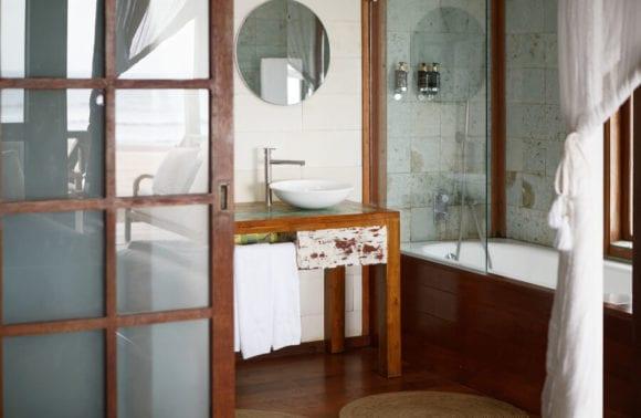 Sentidos Beach Retreat Family Beach Villa bathroom